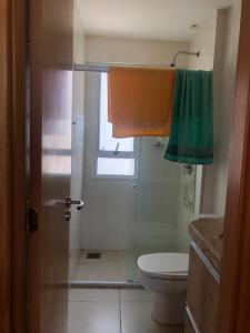 A bathroom at Condomínio Riviera - Ponta Negra