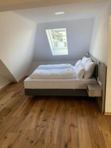 Ein Bett oder Betten in einem Zimmer der Unterkunft Aegi Apartments