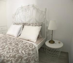 Cama ou camas em um quarto em Mouraria House - Casa de Charme - Centro Histórico