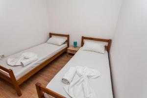 A bed or beds in a room at Apartment Jaka - Novalja