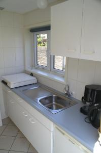 A kitchen or kitchenette at Huize Kitty