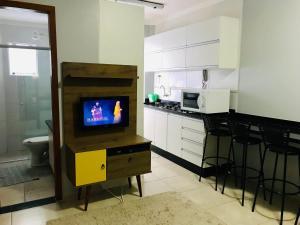 Una televisión o centro de entretenimiento en SUAS MELHORES FÉRIAS!!!