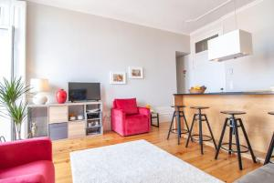 A kitchen or kitchenette at Oporto Square with balcony Apartment