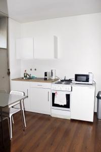 A kitchen or kitchenette at IVFI Immobilien