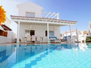 The swimming pool at or near Villa KPANA1