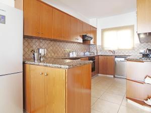 A kitchen or kitchenette at Villa KPANA1