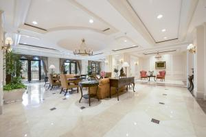 The lobby or reception area at Coconut Grove