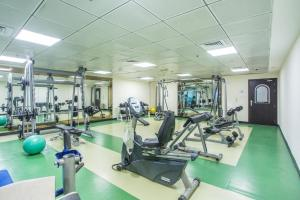 The fitness center and/or fitness facilities at Marina apartment