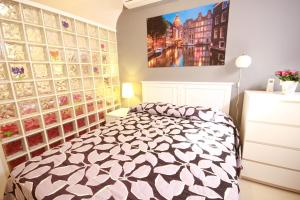 Cama o camas de una habitación en Apartamentos El Templo Suites