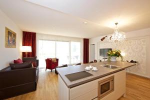 A kitchen or kitchenette at Apart Hotel Legendär