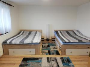 Voodi või voodid majutusasutuse Apartman Sandal toas