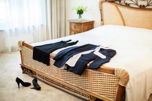 A bed or beds in a room at Villa Alvīne