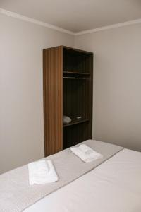 A bed or beds in a room at Apartamento do Luiz