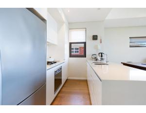 A kitchen or kitchenette at Quiet, sunny apartment close to beach and bush