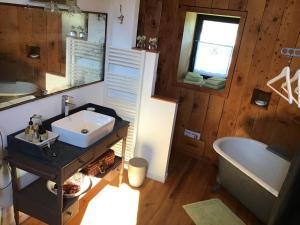 Salle de bains dans l'établissement Le Moulin de Margaux