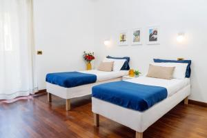 A bed or beds in a room at Four Bedroom Villa near Metro