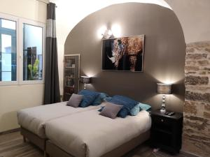 A bed or beds in a room at La place Zen - Free Wifi - City Center