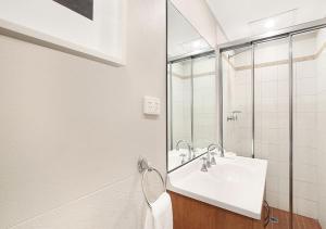 A bathroom at AeA Sydney Airport Serviced Apartments