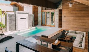 Der Swimmingpool an oder in der Nähe von Batatu Villa