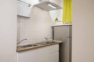 Kitchen o kitchenette sa San Teodoro al Palatino Rooms and Loft