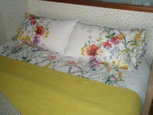 A bed or beds in a room at Apartamento Catedral
