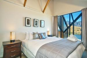 A bed or beds in a room at Kaiora Lodge