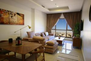 A seating area at Al Areen Hotel Apartments