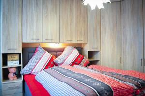 A bed or beds in a room at cottage33eupen