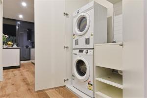 A kitchen or kitchenette at LUMA-Ultra Stylish 1BR next to Albert Park