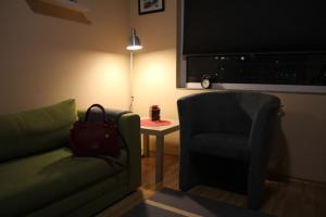 A seating area at Apartment Europa 132