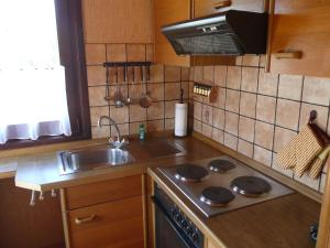 Küche/Küchenzeile in der Unterkunft Holiday Home Altes Land.3
