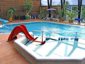 Der Swimmingpool an oder in der Nähe von Holiday Home Geesthof.4