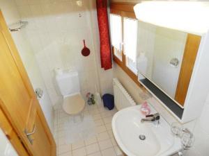 A bathroom at Apartment Kählen