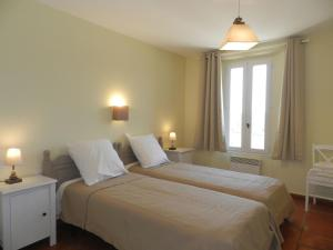 A bed or beds in a room at Holiday Home Domaine du Dragon.4