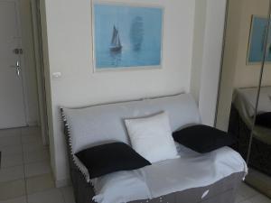 A seating area at Apartment KARUKERA