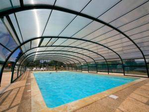 The swimming pool at or near Holiday Home Hameaux de Miel.3