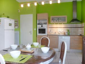 A kitchen or kitchenette at Holiday Home Jeanne