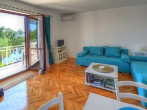 A seating area at Apartment Bojana
