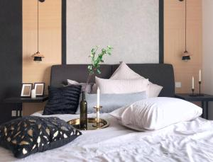 A bed or beds in a room at Suasana Residences Johor Bahru