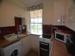 A kitchen or kitchenette at Holiday Home Ardtornish