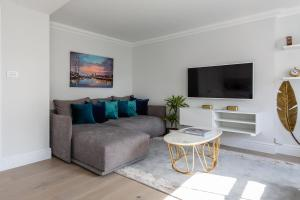 A seating area at Dawson Place IV by Onefinestay