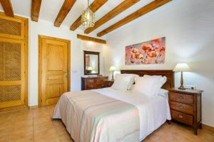 A bed or beds in a room at Villa Romero II