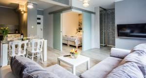 A seating area at Apartamenty hoteLOVE przy Strumieniu