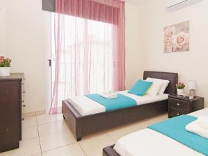 A bed or beds in a room at Villa PEDAF8