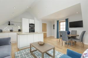 A kitchen or kitchenette at Destiny Scotland - Royal Mile Residence