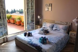 A bed or beds in a room at Terrazza 29 Holiday Home