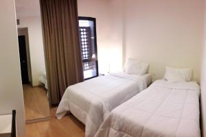 A bed or beds in a room at Furnished Units in Tiba Arak