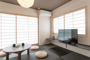 A seating area at Sakura Stay Yoga 201