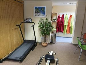 The fitness center and/or fitness facilities at Das Nest Boardinghouse Hamburg Niendorf