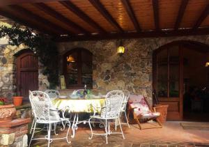 Ein Restaurant oder anderes Speiselokal in der Unterkunft Villa Armonia